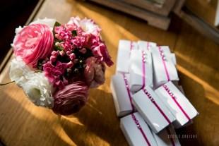 mariage-decoration-fushia-vignes-fleurs-miroir-les-embellies-d-amelie-domaine-de-la-ruisseliere-cecile-creiche15