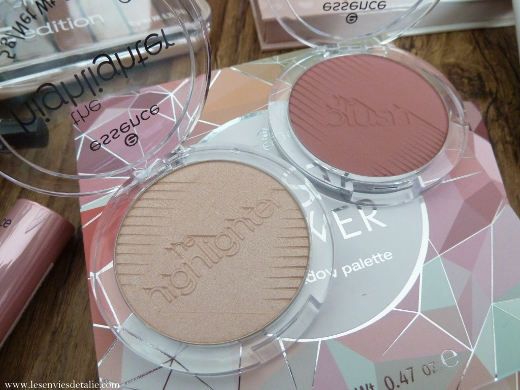 The blush (teinte befiting) - The highlighter (teinte heroic) Essence