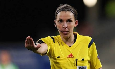 Stephanie Frappart : arbitre de USA – Colombie