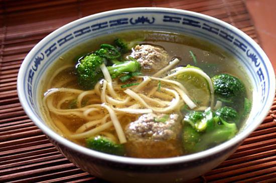 Recette de Soupe aux nouilles asiatiques et boulettes de buf