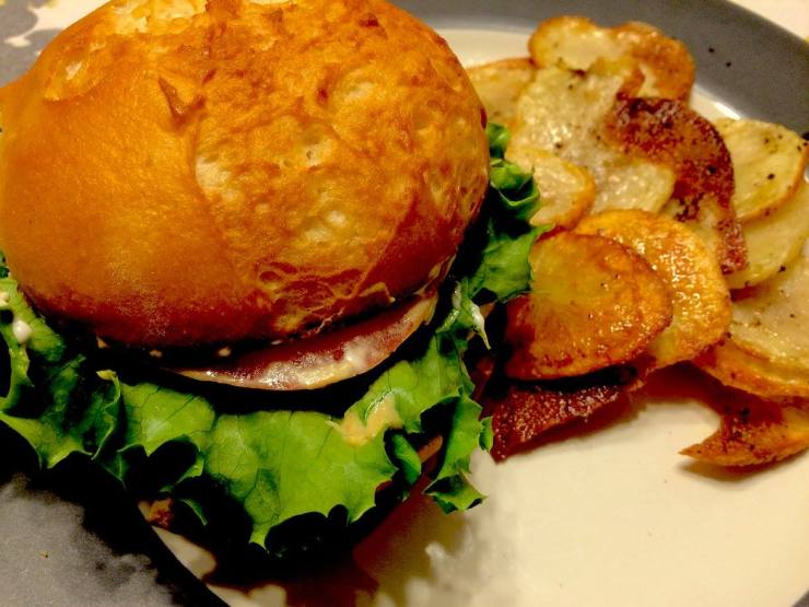 Poultry Burger with Homemade Chips