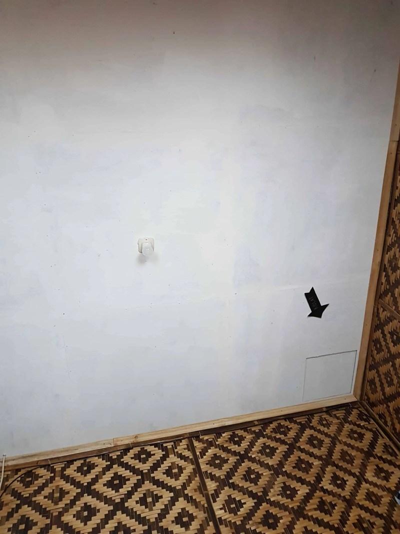 Direction de la Mecque indiquée par une flèche sur le plafond des chambres, Indonésie