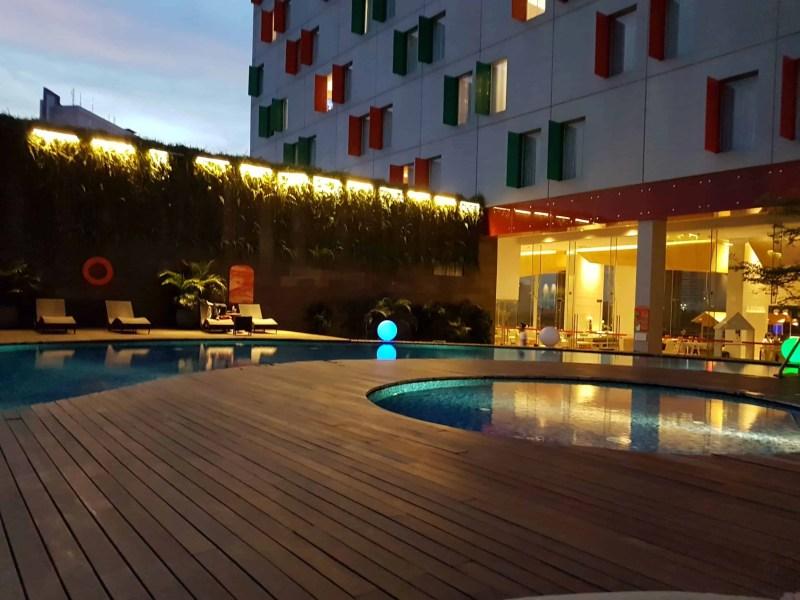 piscine du Pop Hotel de Surabaya, Indonésie