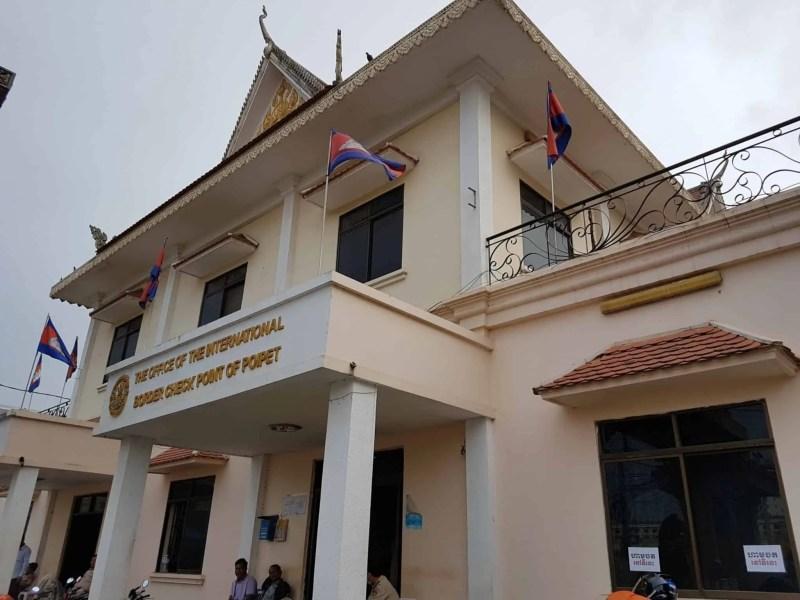 Thaïlande, passage de la frontière du Cambodge avec nos motos 125cc 🛵 8
