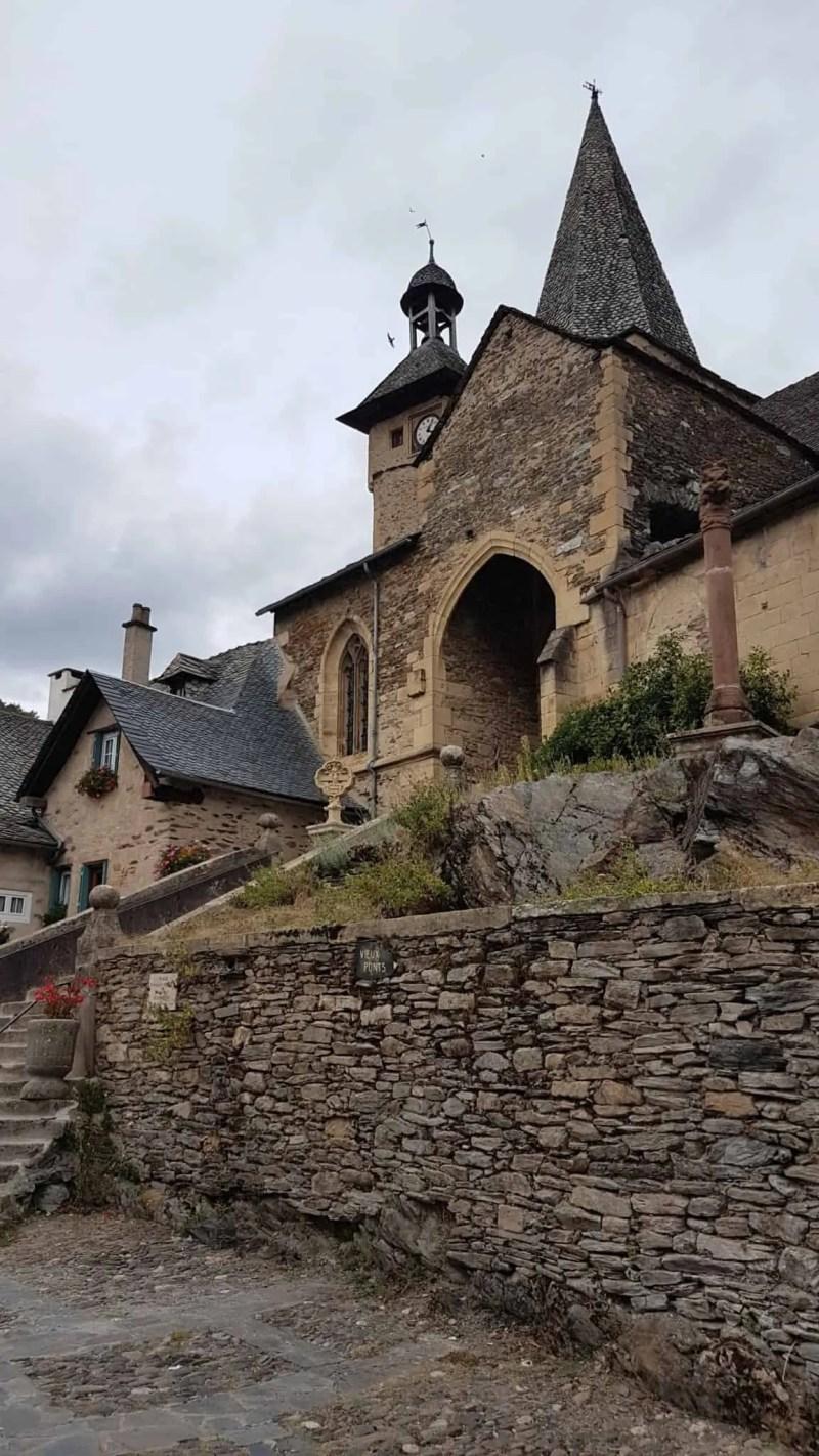 Chemin de Compostelle, on visite le charmant village d'Estaing 🌺 31