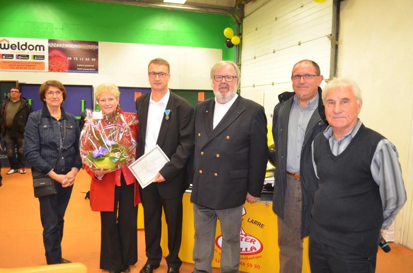 De droite à gauche Antoine Oillaux, Gérard Rivalin, Michel Le Gallo, Pascal Le Port et son épouse et marie-Annick Martin le maire.