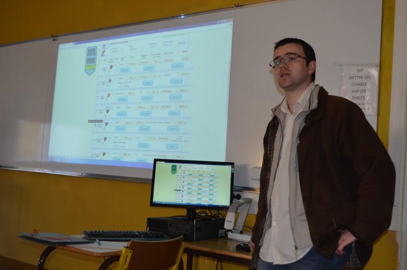 Rodolphe Pérusse devant les élèves du Lycée la Touche