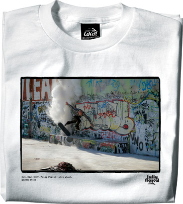 https://i0.wp.com/www.lesitedelasneaker.com/wp-content/gallery/aout/lakai-fully-flared-intro-tee-4.jpg