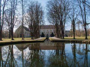 vue dde l'étand et des batiments de l'abbaye de Royaumont