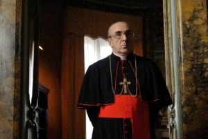 Cardinal Voiello dans la série the young pope