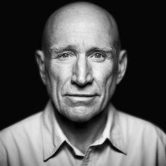 Portrait en noir et blanc du photographe Sebastiao Salgado