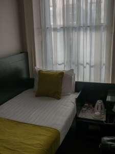 Chambre single de l'hotel Bloomsbury palace à Londres