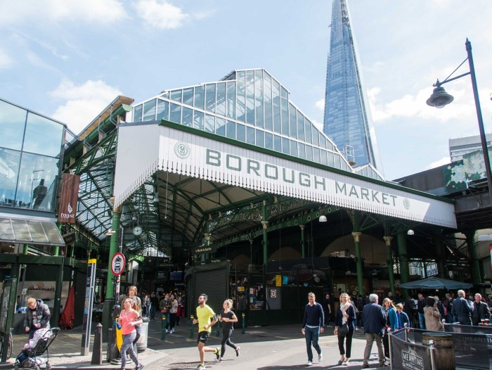 Entrée du marché de Borough market ou vous pouvez manger pas cher à Londres