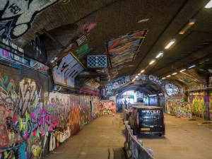 Street-art-Londres-Leake-street-tunnel-1