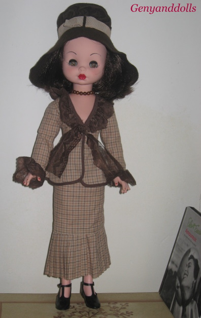 Poly Résine Maison De Poupées figure en bleu jupe nommée Elizabeth