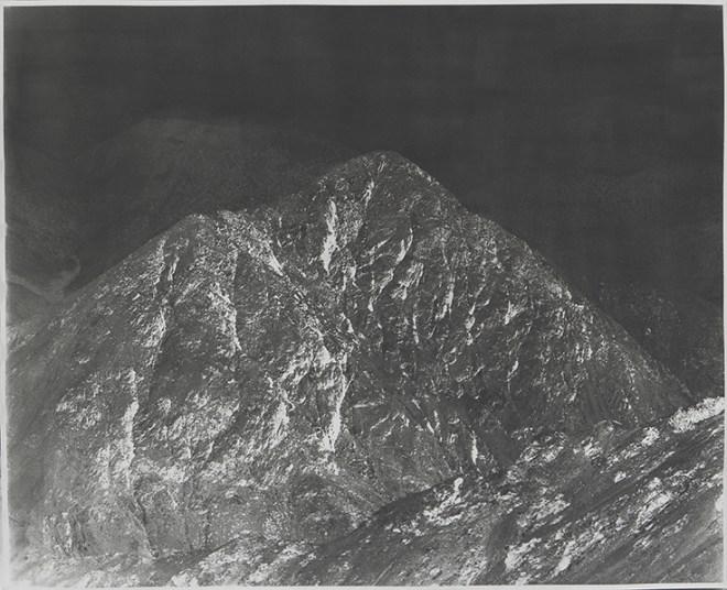 Ellios : ELLIOS#1_GB_1, 2016 1O5 x 130 cm Epreuve à la gomme bichromatée monochrome, multicouche Courtesy de l'artiste et CulturesInterface
