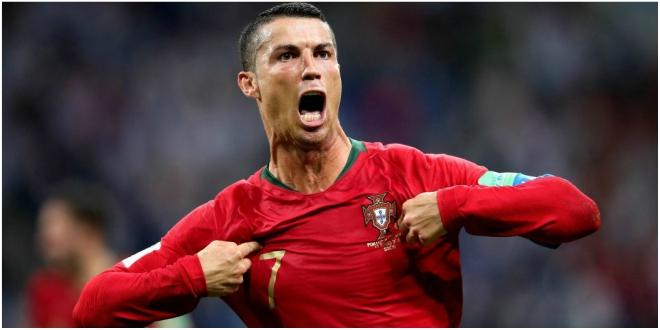 Forlan tire à boulets rouges sur Cristiano Ronaldo