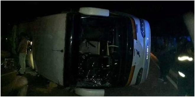 Un autocar se renverse à Agadir et fait des victimes