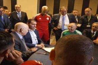 Algérie: le président a rendu visite aux Fennecs (VIDEO)