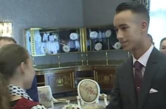 Le prince Moulay El Hassan reçoit les enfants d'Al Qods (VIDEO)