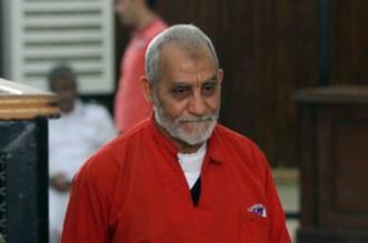 """Égypte: prison à vie pour le guide des """"Frères musulmans"""""""
