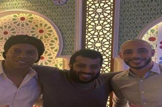 Une photo d'Amrabat avec Turki Al Sheikh et Ronaldinho enflamme la Toile
