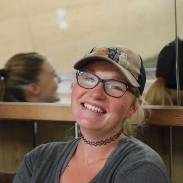 Irina centre équestre les kà vuadens, équitation à Bulle, Gruyère. Manège école équitation