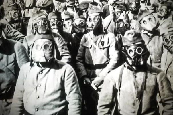 Des soldat sde la grande guerre avec des masques à gaz