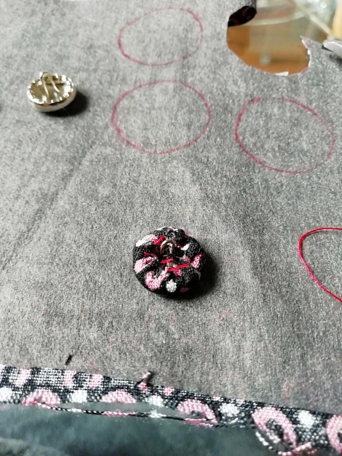 recouvrir des boutons avec du tissu