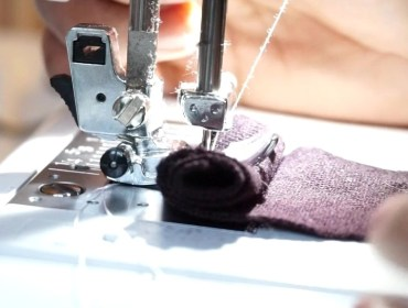 Tissu épais et machine à coudre