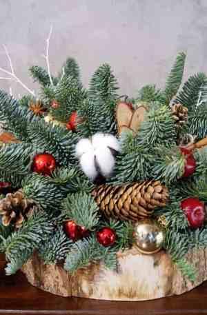Composition de Noël avec une bougie parfumée
