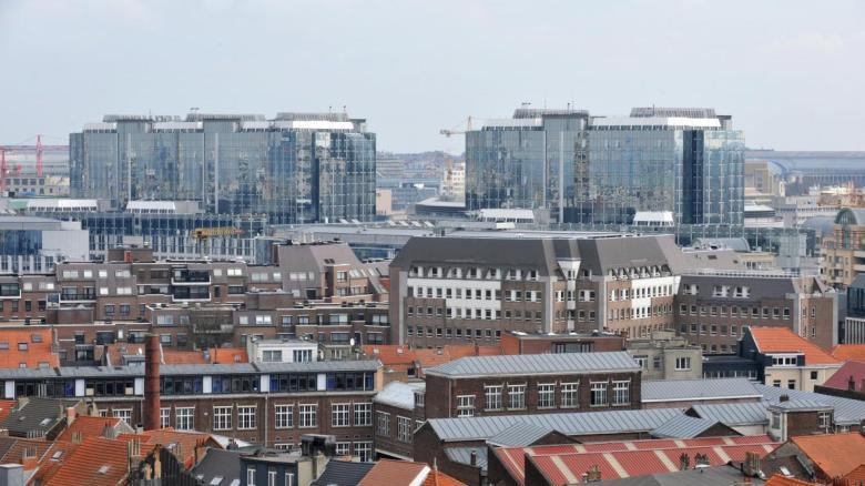 A Bruxelles, beaucoup de travaux de rénovation ont été effectués sans autorisation. Vouloir tout régulariser aujourd'hui paraît absurde. Et pourtant...
