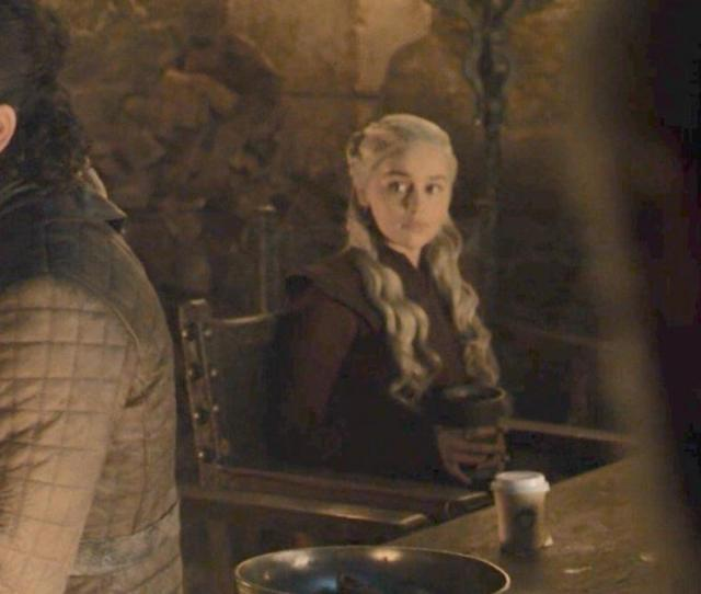 Quand Un Cafe Starbucks Se Glisse Dans Le Quatrieme Episode De Game Of Thrones Photos Le Soir