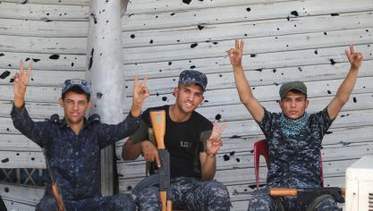 Le commandement irakien des opérations conjointes a annoncé que les forces de sécurité avaient tué «30 terroristes» qui tentaient de s'enfuir en traversant le fleuve, qui sépare la cité en deux. © AFP