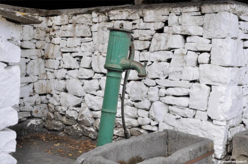 Irlande Bunratty Folk Park Pompe à eau