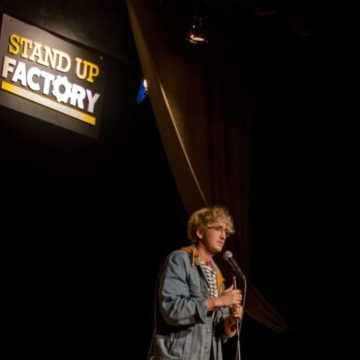 Stand-up à Nantes : Maxime Stockner sur scène au Stand-up Factory