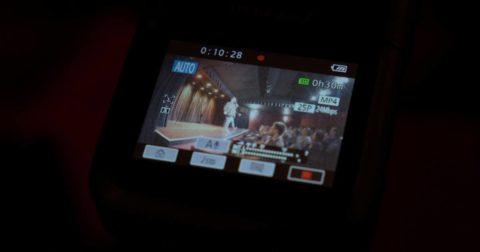 Conseil artistique : image d'illustration d'une caméra qui capture une performance scénique