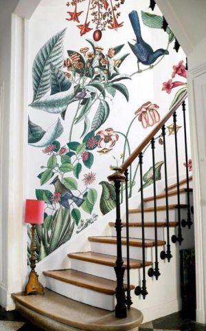 papier peint dans un escalier