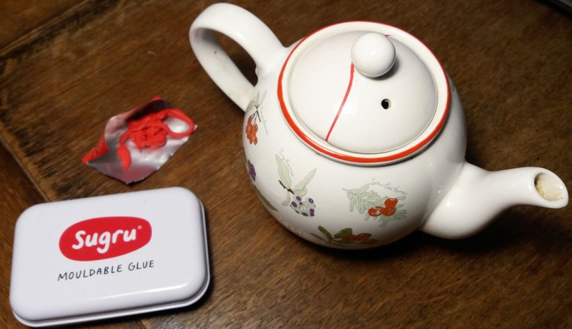 sugru teapot mend