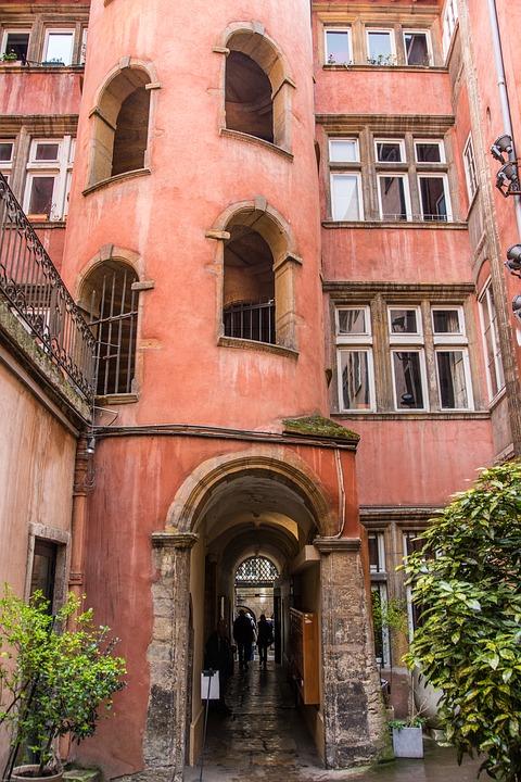Visiter le Vieux Lyon  pied  Les Toits de Lyon gte