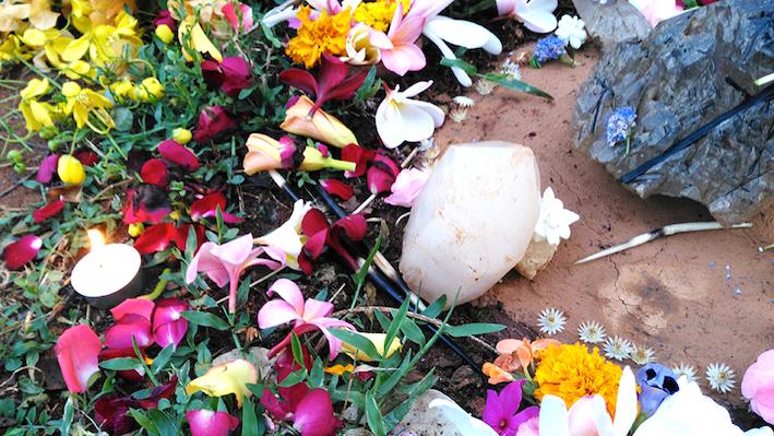 fleurs ceremonie et cristaux