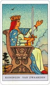 Tarotkaart 68 Zwaarden Koningin