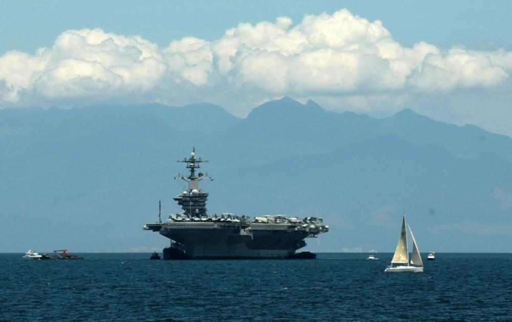 Le porte-avions USS Carl Vinson et son escadre font route vers la Corée du Nord. (Photo EPA)