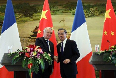 Ce vendredi, Wang Yi, ministre chinois des Affaires étrangères, a tenu un point presse à Pékin en compagnie de son homologue français Jean-Marc Ayrault. (Photo EPA)