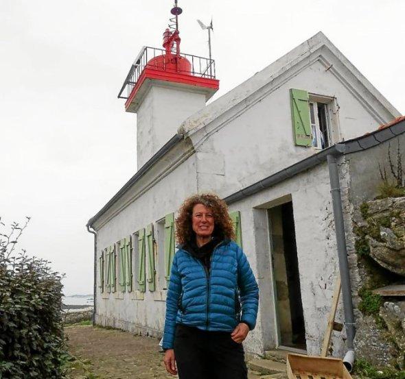 Ivana Boris est pour deux semaines dans la maison-phare de l'Île Wrac'h.
