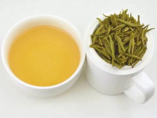 tasse de thé jaune