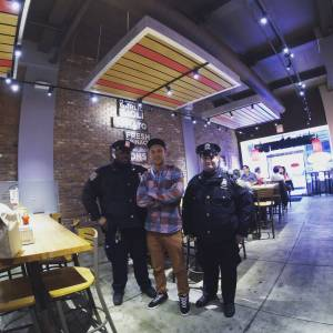 Na pravý americký burger s místními strážci zákona