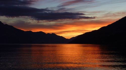 Queenstown lac wakatipu coucher de soleil