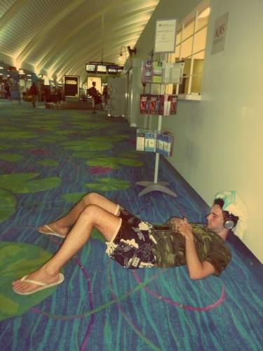 Quelle chance de voyager et dormir à l'aéroport