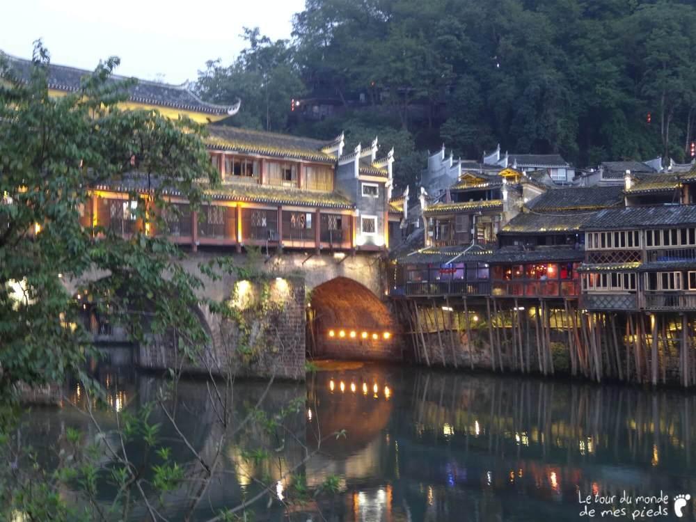 Fenghuang de nuit